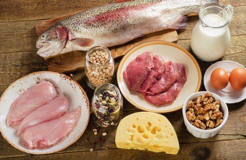 Рыба, мясо, сыр, орехи, яйца, молоко