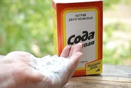 сода в руках