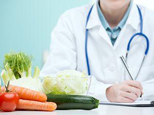 доктор и рядом продукты