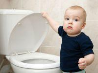 Ребенок идет в туалет